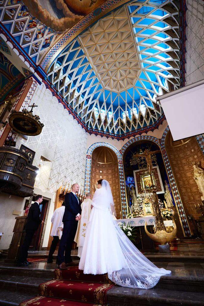piękny welon na ślubie w krakowie