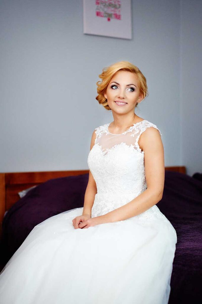 piękna panna młoda czeka na męża