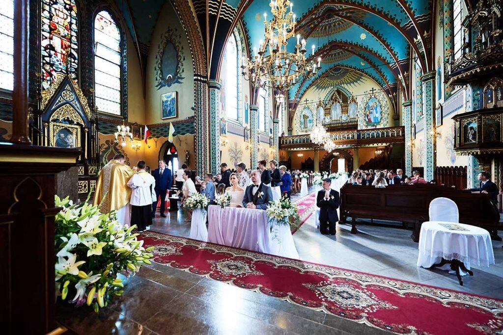 ślubna ceremonia w mszanie dolnej
