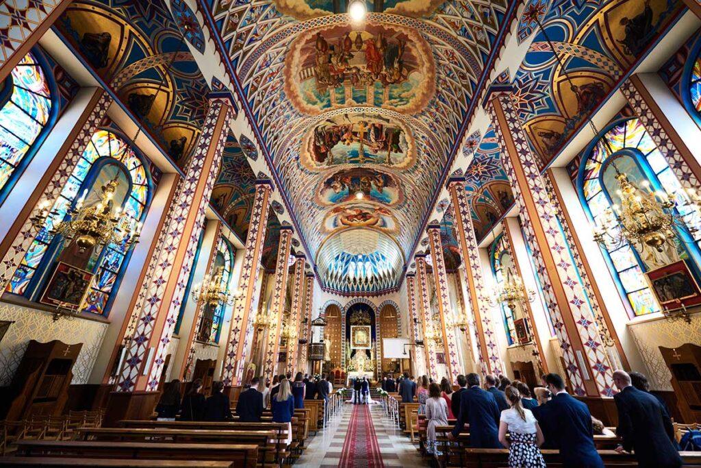 ślub w pięknym kościele w Krakowie