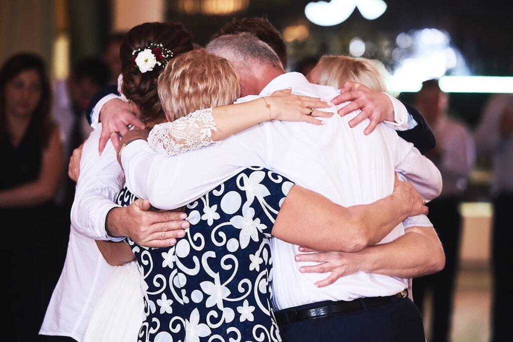 podziękowania dla rodziców podczas przyjęcia weselnego