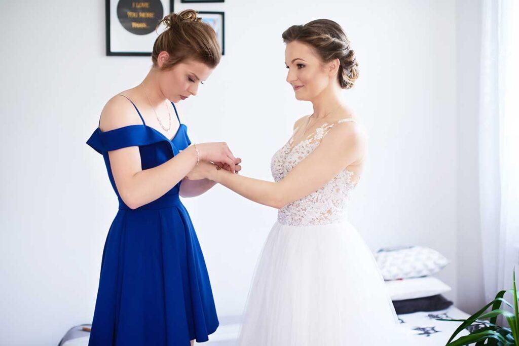 bransoletka ślubna podczas przygotowań panny młodej