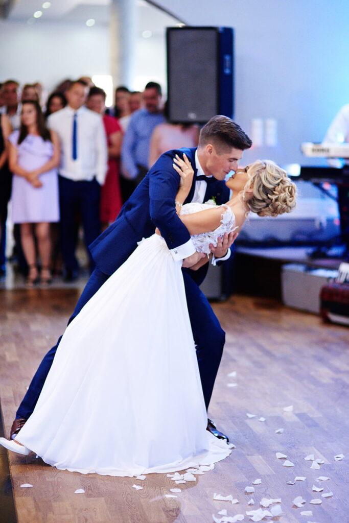 czarodziejski pierwszy taniec pary młodej