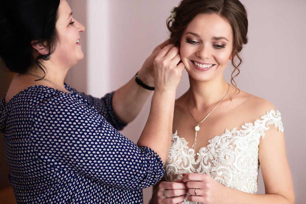 panna młoda i biżuteria ślubna