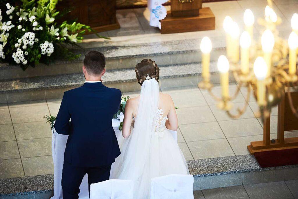 ceremonia ślubna fotografowana z balkonu