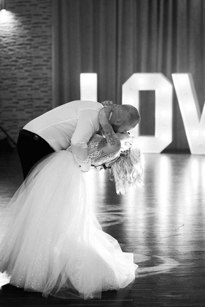 niezwykły taniec pary młodej