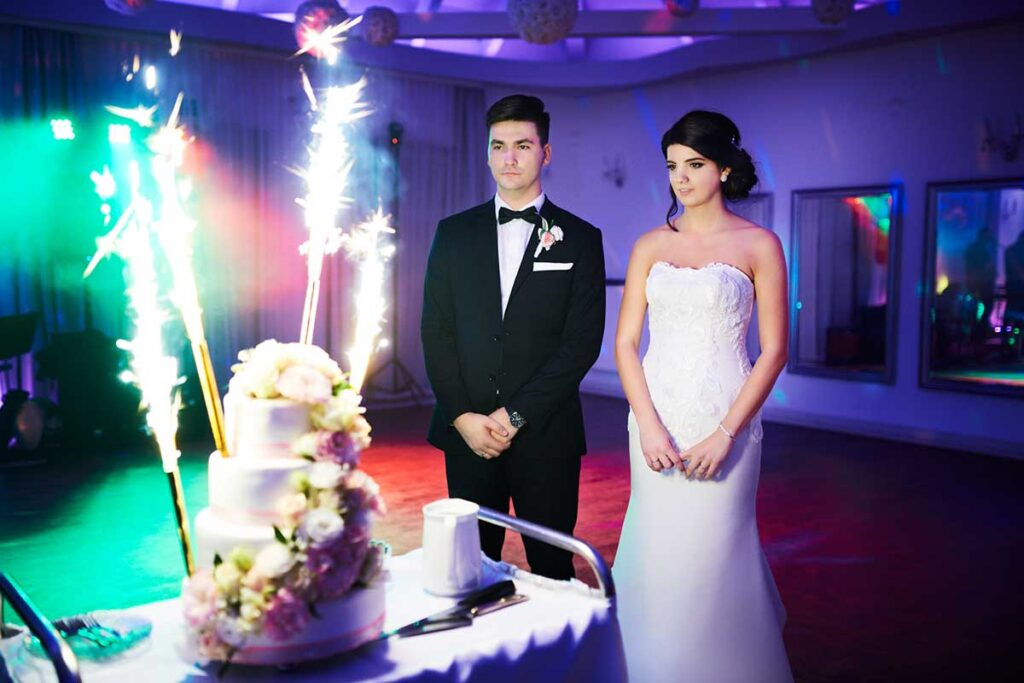 piękny tort weselny na weselu w skawinie
