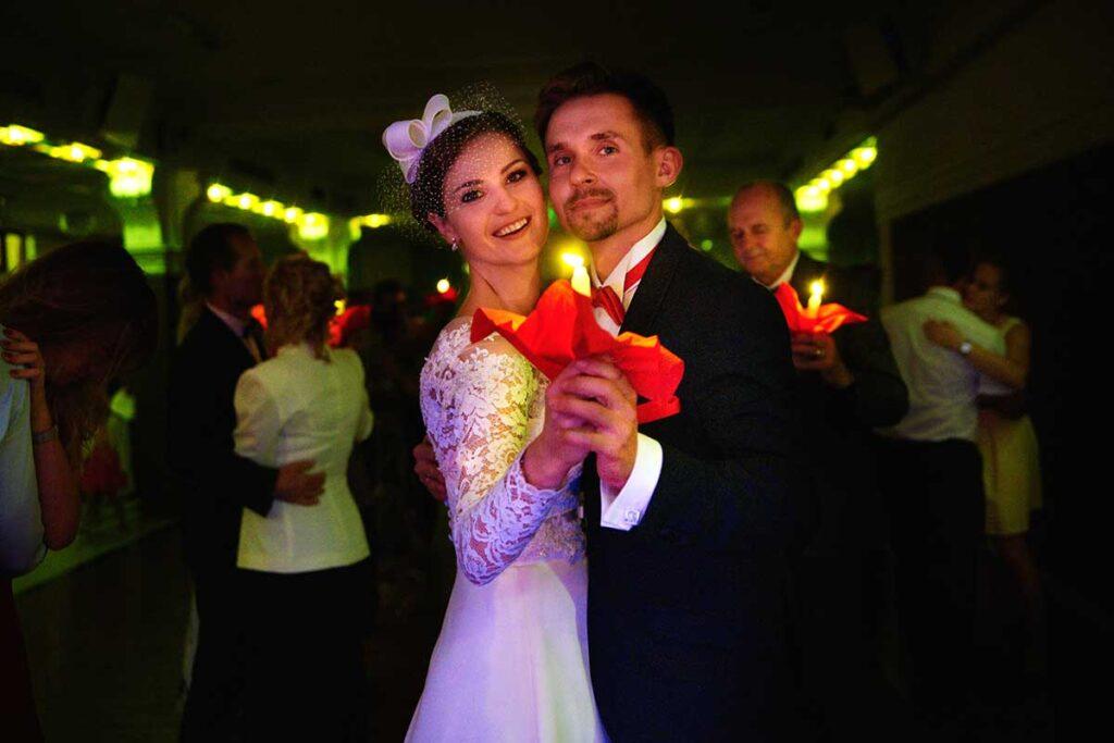 taniec ze świecami podczas wesela w krakowie